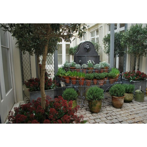 Classic tiered court yard planter